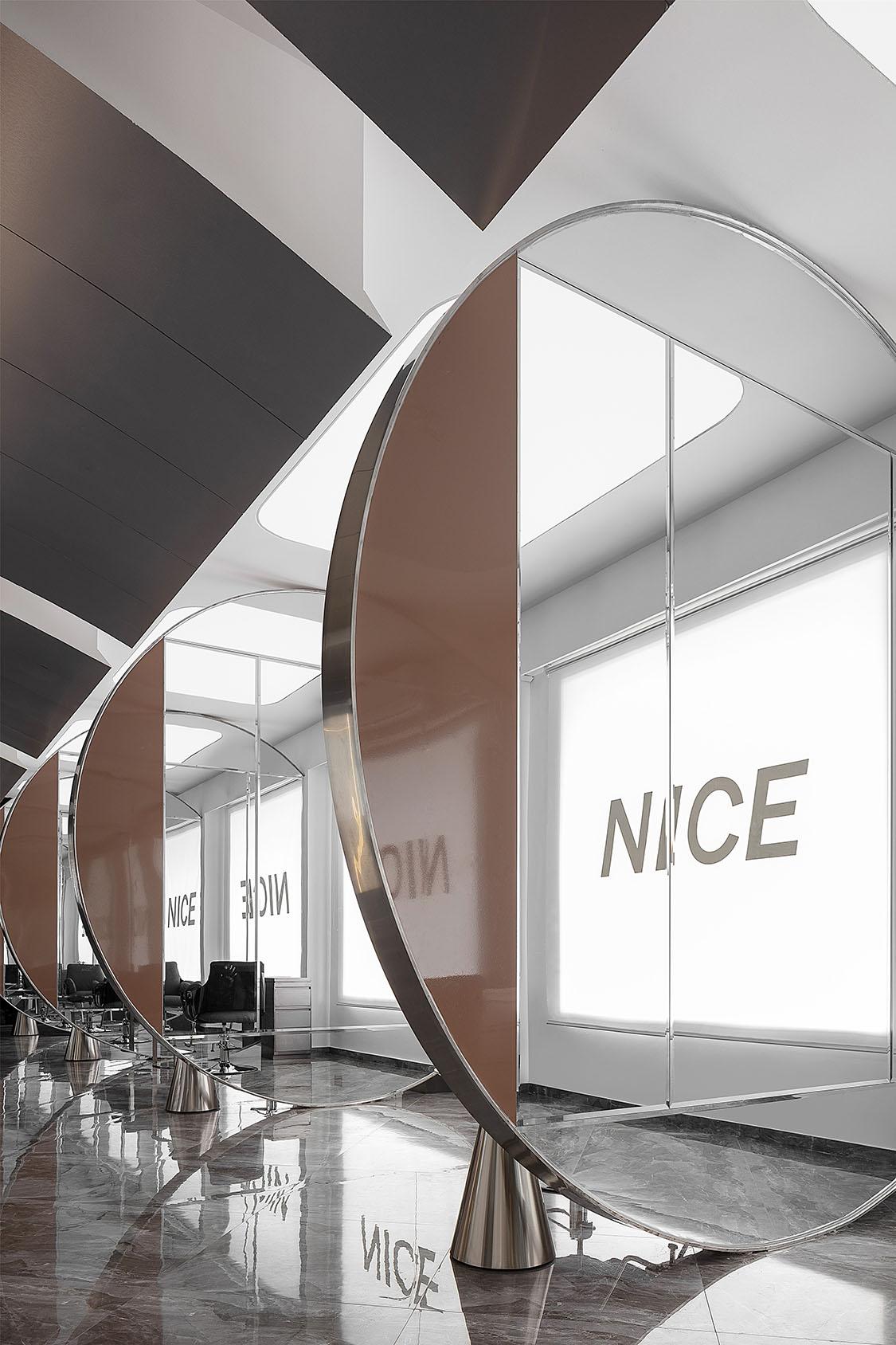 nice_hair8 [19659008] Double Good Design - это дизайнерская студия-бутик в Цзеян, основанная в 2016 году Линь Яном. Название студии происходит от идеи, что хороший дизайн + хорошая реализация = хорошие результаты. Ключевыми дизайнерами салона NICE были Линь Янь и Дан И. Туиджа Зайпелл </p> <p><img loading=