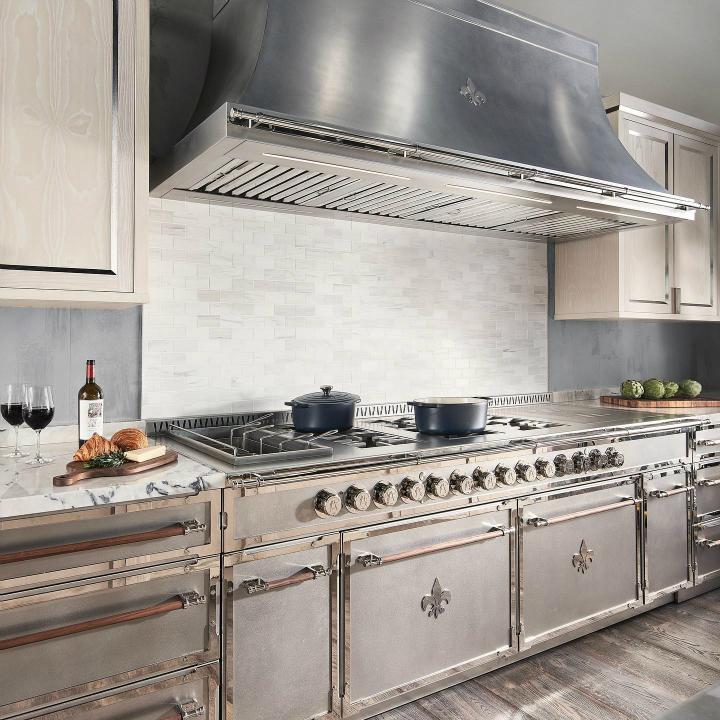 Идея дизайна кухни в парижском стиле 16