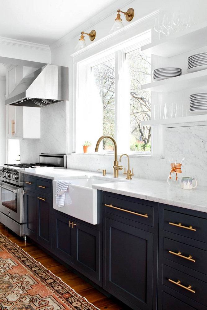 черно-белые двухцветные кухонные шкафы