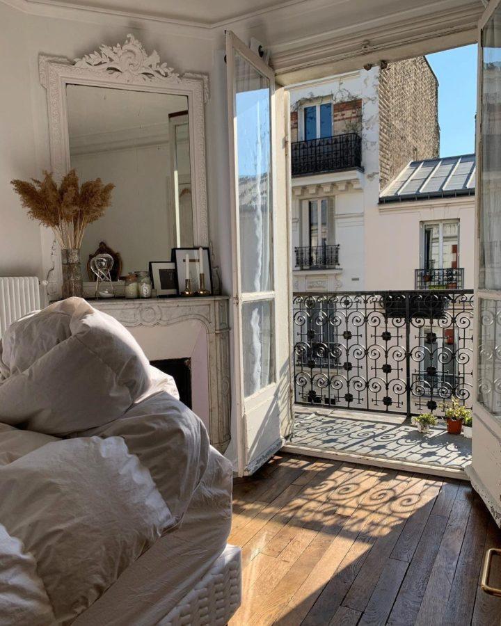 Парижская спальня с балконом.